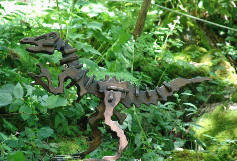 Ortnithomymus - einer der 8 Holzfiguren im Sauriertrail Foto (c)myfieschertal - bart van hunskerken .jpg
