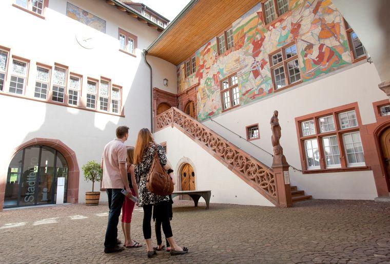 Rundgang1-Innenhof.jpg