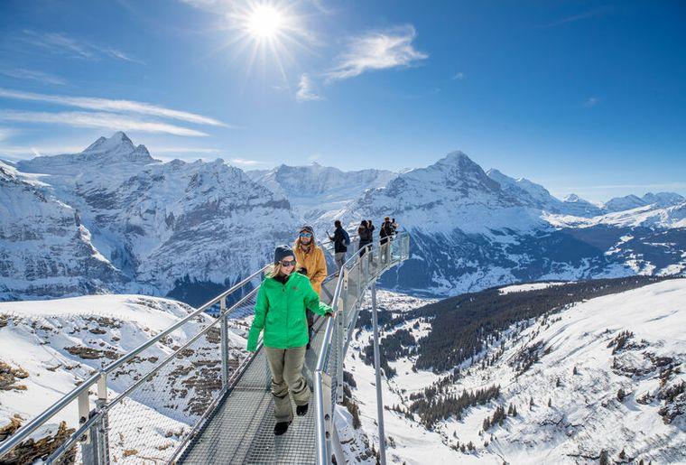 Snowboarden im Skigebiet Grindelwald-First in der  Jungfrauregion c Jungfrau Region.jpg