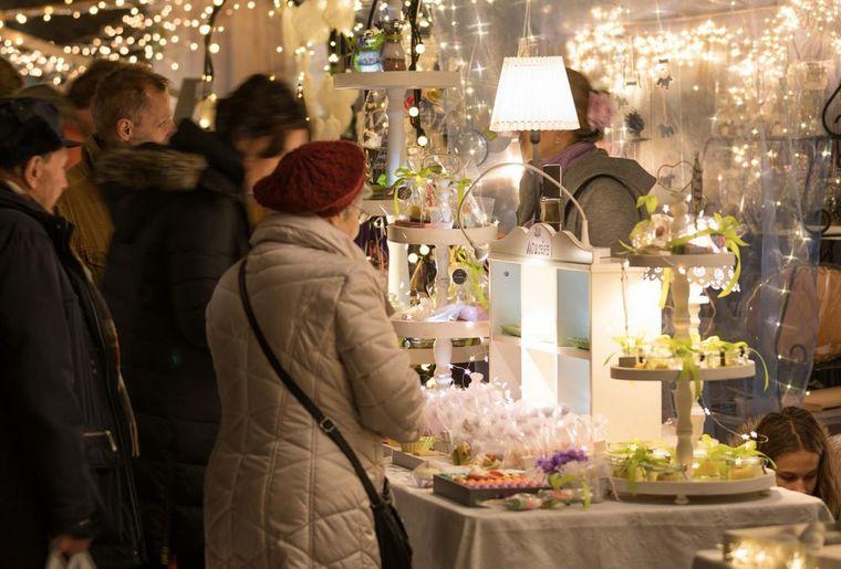 Weihnachtsmarkt Brunnen 2.jpg