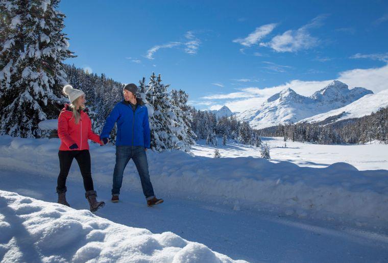 Winterwandern c Engadin St. Moritz Tourismus Foto Christof Sonderegger.jpg