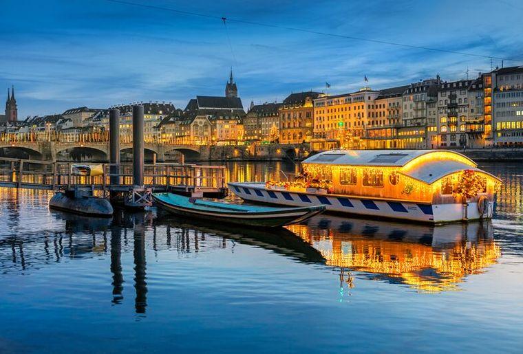 Weihnachtsfähre Basel.jpg