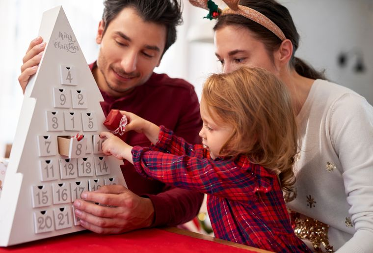 family-with-child-at-christmas-WHPF9HA.jpg