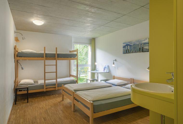 0001-Cmft-Vierbettzimmer.jpg