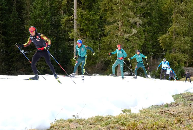 Snowfarming_Herbst_Langlauf_Training_Gruppe_Schnee©Foto: Destination Davos Klosters / Marcel Giger.jpg