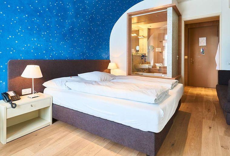 Maerchenhotel-Bellevue-Braunwald-Zimmer-Doppelzimmer-Modern-1.jpg