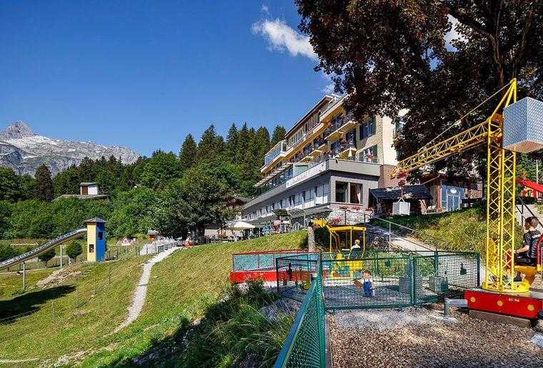 Maerchenhotel-Bellevue-Braunwald-Aussenansicht-06.jpg
