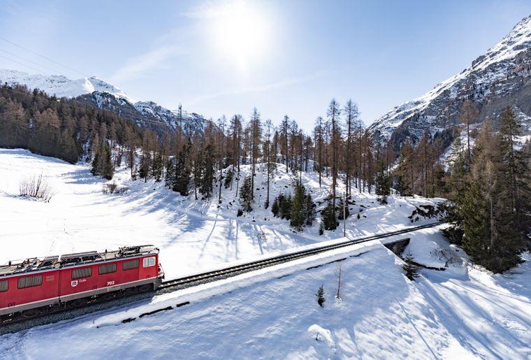 Sesselbahn_Darlux_Blick_RhB.jpg