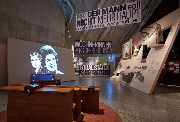 Frauen Rechte c Schweizerisches Nationalmuseum.jpg