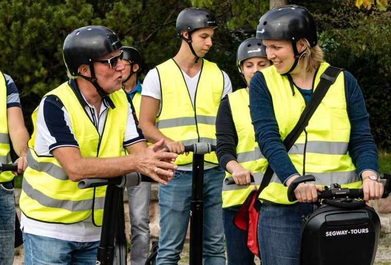 tourismusrheinfelden-stadtfuehrung-segway-teilnehmende.jpg