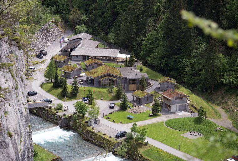 Erlebniswelt Muotathal Husky Lodge aussenansicht.jpg