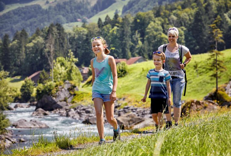 Familie Wandern Muotathal (Witzwanderweg).png