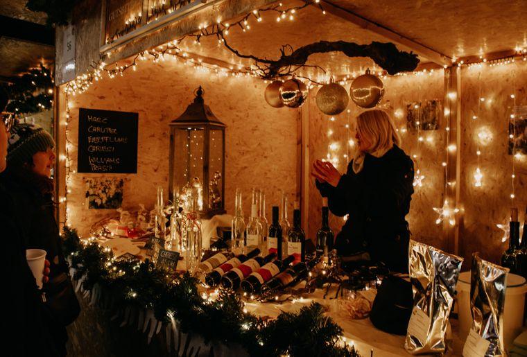 Weihnachtsmarkt am See Brunnen_1.jpg