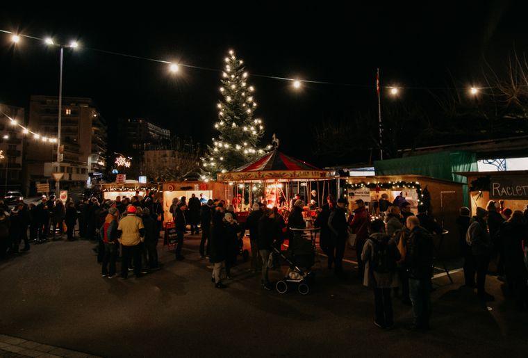 Weihnachtsmarkt am See Brunnen_3.jpg