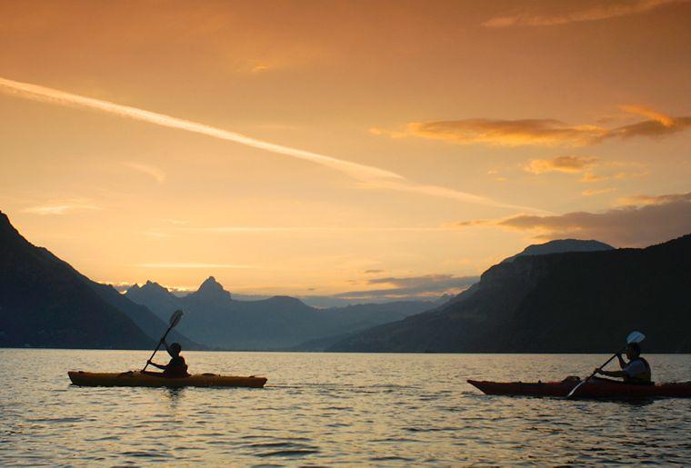 sunset-kanutour-wassererlebnisse-erlebnisregion-mythen_3.jpg