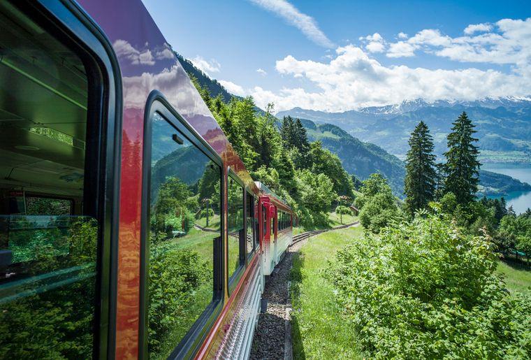 Rigi Bahnen oberhalb Vitznau.jpg