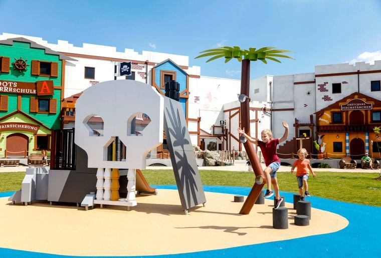 legoland-pirateninsel-hotel-spielplatzc LEGOLAND® Deutschland Resort.jpg