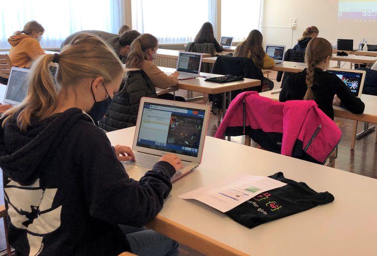 Coding Club for Girls_BS_2021@EPFL.jpeg