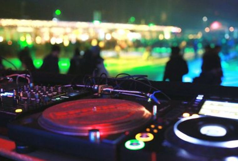 Dolder_Sports_Eis_Disco_DJ-480x320.jpg