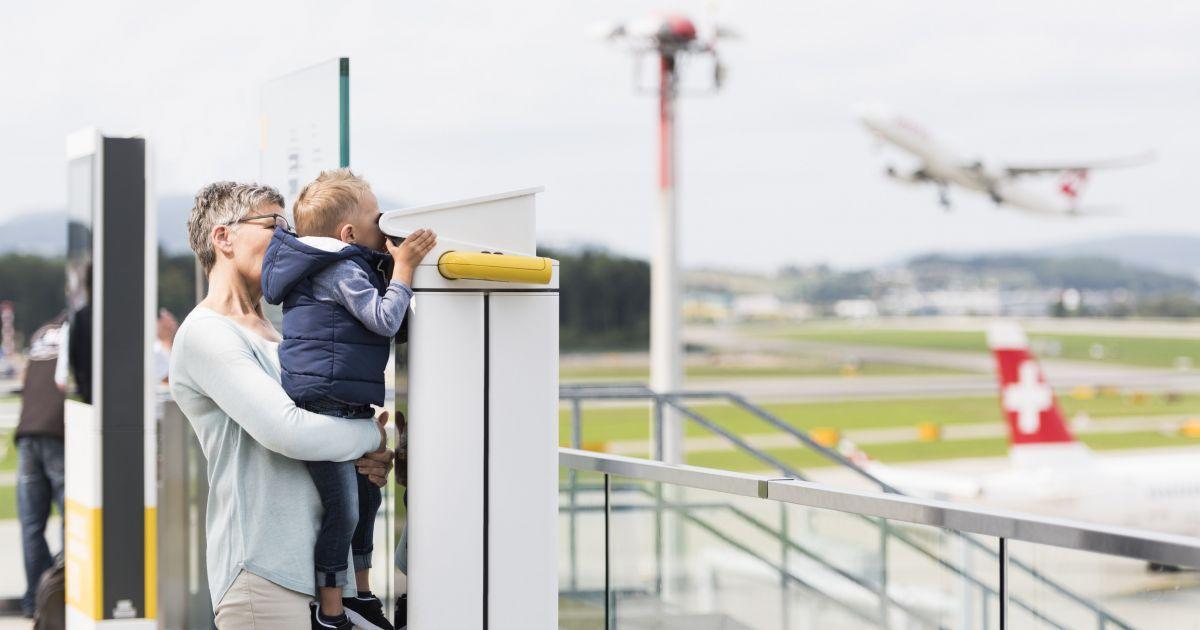 Sommer mit dem ZVV - Zuschauerterrasse am Flughafen Zürich