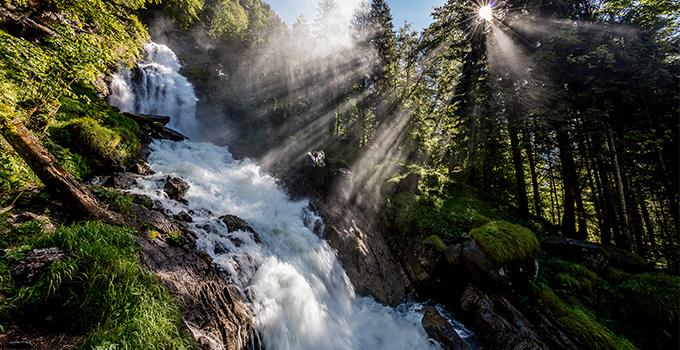 Die beeindruckenden Giessbachfälle stürzen sich 400 Meter in die Tiefe