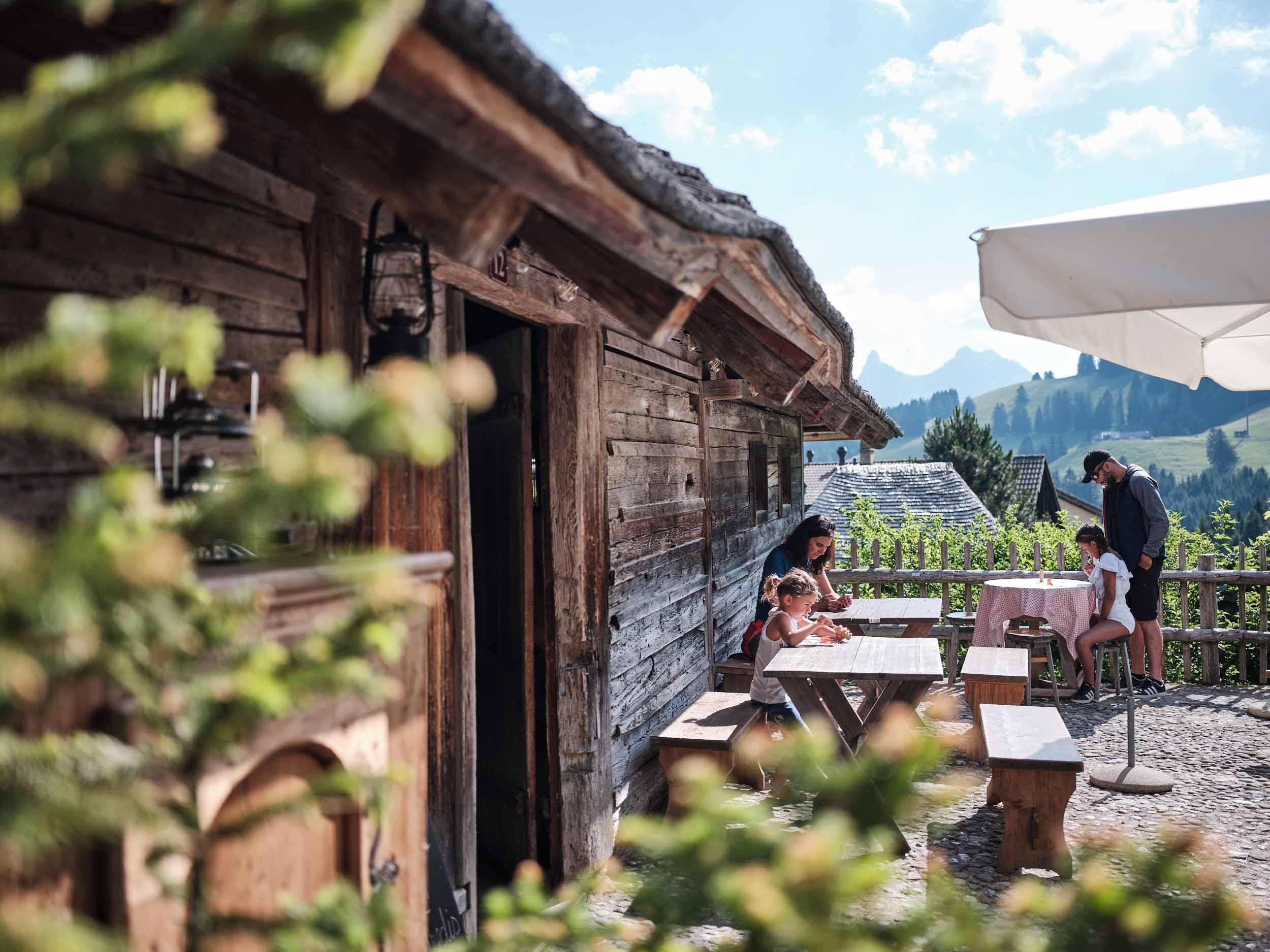 Familienausflug in die Alpschaukäserei von Moléson