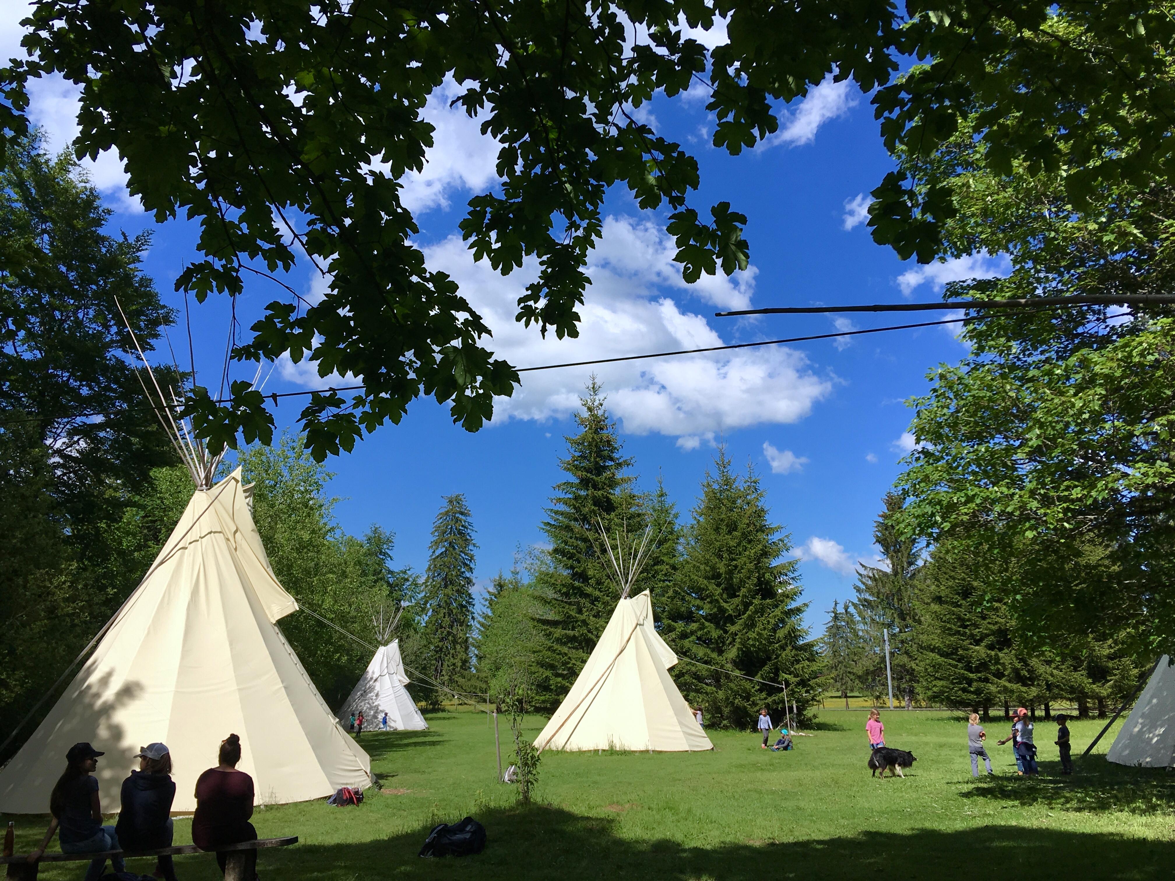 Schlafen wie die Indianer im Jura Bivak in Le Noirmont