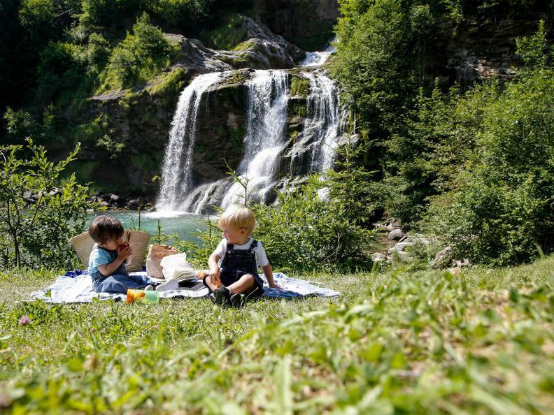 Der einfach zugängliche Piumogna-Wasserfall im Kanton Tessin