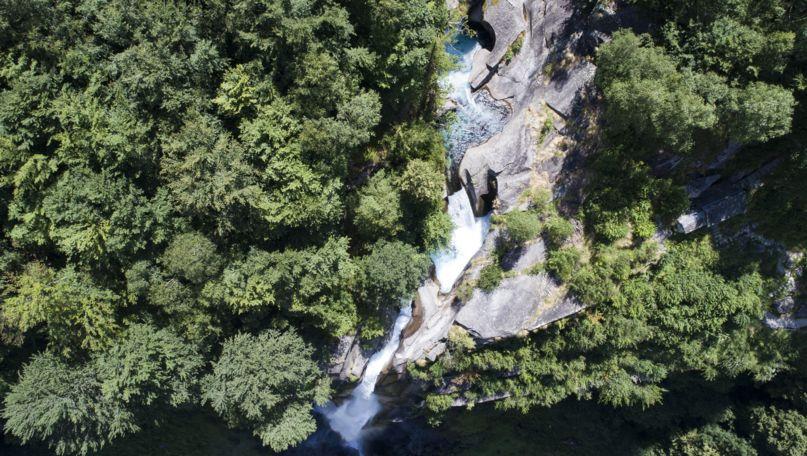 Der Wasserfall des beschaulichen Tessiner Dörfchens Foroglio